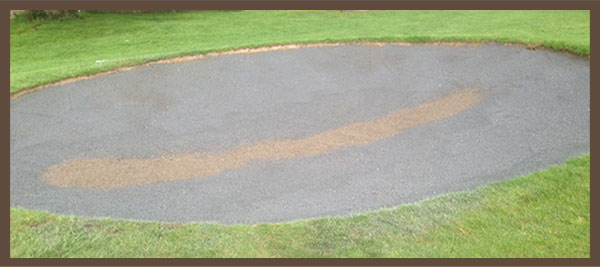 Rubber layer surface for golf course bunkers